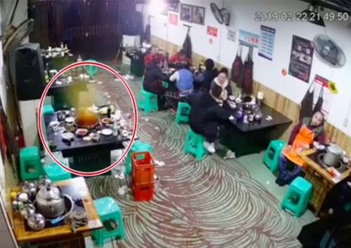 Nồi lẩu cũng phát nổ giống như trường hợp trong quán Haidilao sau đó vài phút. Ảnh: Asia one.
