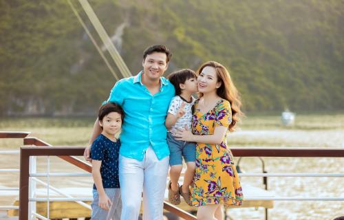 Gia đình Đan Lê đi nghỉ trên du thuyền Sealife Legend
