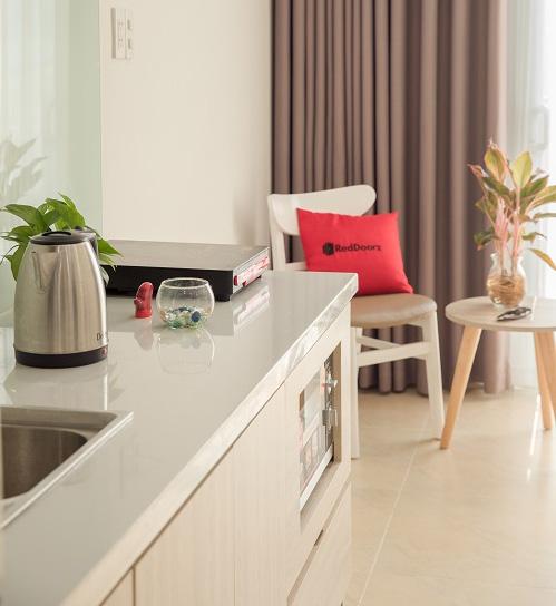 Nhiều khách sạn có bếp trong phòng để khách tự nấu ăn.