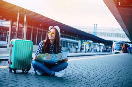 Một chiếc vali tiện dụng sẽ giúp du khách thuận tiện di chuyển.