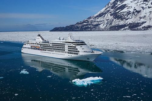 Du thuyền là phương tiện phổ biến nhất để đến Nam Cực, với các hải trình dài từ 2 đến 4 tuần. Ảnh: Silversea.