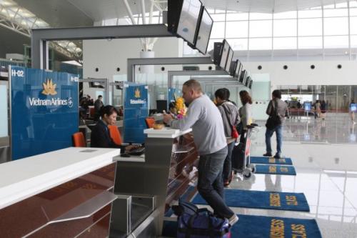 Khi làm xong thủ tục, khách sẽ vào phòng chờ và lúc này cần chú ý loa thông báo vì mọi thay đổi cửa ra, giờ bay (nếu có). Ảnh: Vietnam Airlines.