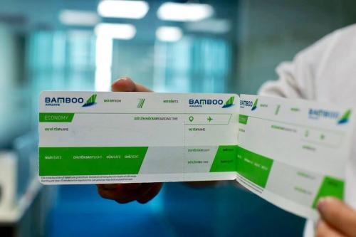 Kiểm tra kỹ họ tên trên vé đúng với họ tên trên giấy tờ tùy thân là việc quan trọng khi đi máy bay. Ảnh: Bamboo Airways.