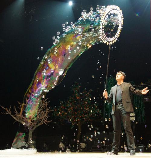 Huyền thoại bong bóng Fan Yang sẽ biểu diễn tại Đầm Sen - 1