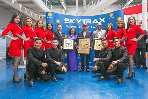 Hãng hàng không có trụ sở tại Malaysia tiếp tục nhận danh hiệu Hãng hàng không giá rẻ tốt nhất do Skytrax bình chọn. Lễ trao giải năm nay nằm trong khuôn khổ triển lãm hàng không Paris Air Show 2019. Ảnh: AirAsia.