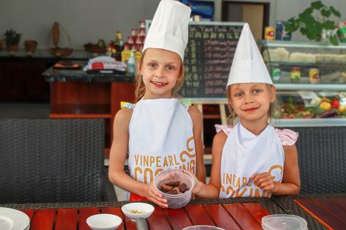 Cụ thể, hoạt động hè tại các cơ sở của Vinpearl trên toàn quốc dành cho bé đều xây dựng theo các chương trình quốc tế. Các em nhỏ sẽ được lựa chọn tham gia các khóa học kỹ năng trong thời gian lưu trú.