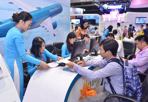 Vé bay đến các điểm du lịch biển trong nước được nhiều khách hàng quan tâm vào dịp hè.