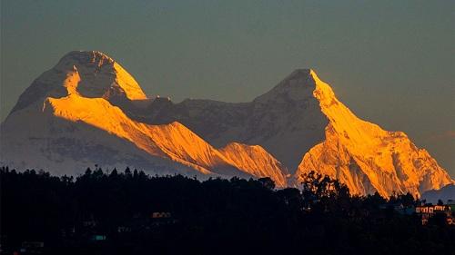 Nanda Nevi East là đỉnh núi đôi của Nanda Devi, ngọn núi cao thứ hai của Ấn Độ với độ cao hơn 6.700 m. Ảnh: BBC.