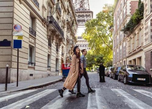 Tại Pháp, việc mua hàng giả được coi là hành vi tiếp tay cho những kẻ phạm pháp. Ảnh: News.