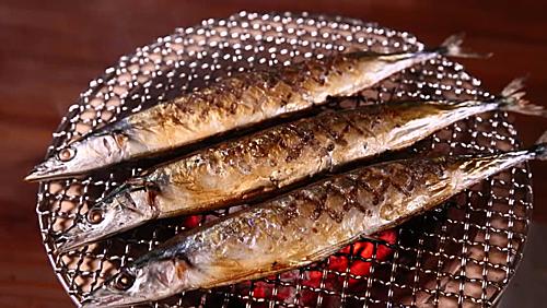 Để có được món Sanma Shioyaki ngon nhất bạn nên nướng cá trên than củi. Chính các lớp khói khi nướng sẽ làm tăng hương vị của món ăn. Đi dã ngoại cùng gia đình vào mùa thu và sử dụng than củi để nướng cá Sanma thì còn gì tuyệt bằng. Ảnh: Warosu.