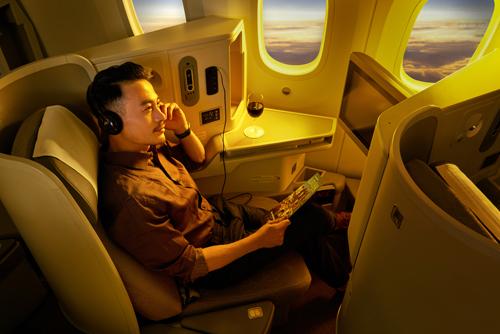 Các ghế hạng thương gia thường có ghế ngồi để chân rộng rãi hơn cùng nhiều tiện ích đi kèm. Ảnh: Vietnam Airlines.