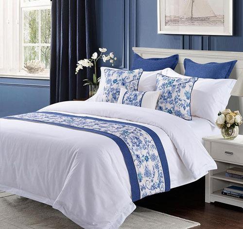 Tác dụng lớn nhất của bed-runner chính là để trang trí cho chiếc giường trong phòng khách sạn thêm bắt mắt. Ảnh: DHgate.