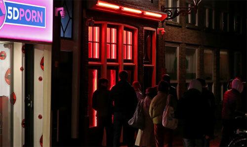 Nữ thị trưởng đầu tiên của Amsterdam muốn giúp các cô gái thoát khỏi sự quấy rốicủa đám đông khách du lịch thô lỗ. Ảnh: Telegraph.