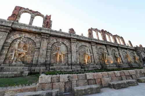 Đấu trường La Mã tại ga đi cáp treo Hòn Thơm là một trong những điểm check- in hot nhất Phú Quốc.