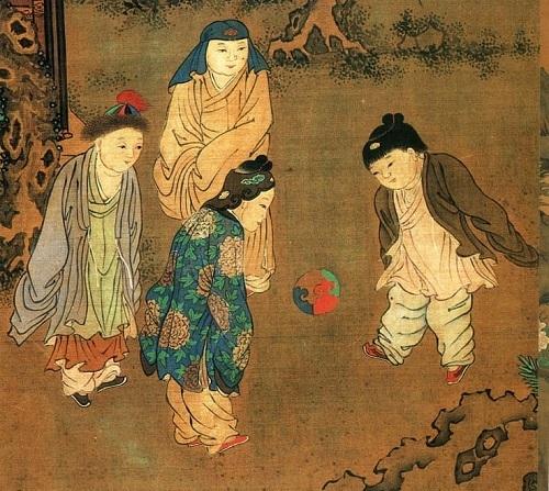 Trước khi xuất hiện môn thể thao vua ngày nay, cách đây hơn 2.000 năm ở Trung Quốc đã xuất hiện trò chơi Tsu Chu, có nghĩa là đá bóng. Ảnh: Swedish Nomad.