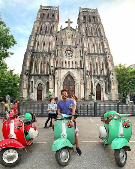 Sulaiman ghé thăm Nhà thờ Đức Bà trên phố Nhà Chung. Ảnh:NVCC.