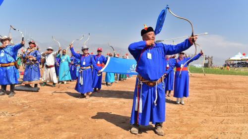 Tháng 7 còn diễn ra lễ hội Naadam truyền thống, tổ chức lần đầu tiên từ thời của Thành Cát Tư Hãn, được UNESCO công nhận là di sản văn hóa phi vật thể thế giới.
