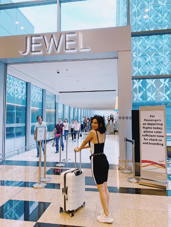 Đến với Jewel, du khách Việt có thể tận hưởng những ưu đãi giảm giá đến 50% từ các thương hiệu Cotton On Kids, G2000, Nike hay Blackmores vớicẩm nang khuyến mãi dành cho khách du lịch (Tourist Privileges Booklet), phát miễn phí tại quầy thông tin ở tầng 1, 2.