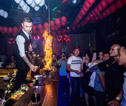Anh Phước Nguyễn, 23 tuổi và có 2 năm làm trong nghề bartender. Anh hiện làm việc ở Buôn Ma Thuột, Dak Lak. Ảnh: NVCC.