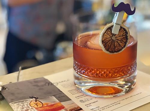 Không ít các bartender tập sự đã có kinh nghiệm đau thương khi làm vỡ ly, cốc đựng đồ uống. Ảnh: Phương Anh.