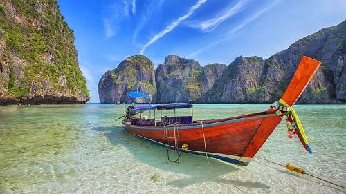 Koh Phi Phi là một trong ba hòn đảo nổi tiếng nhất của Thái Lan. Ảnh: Pinterest.