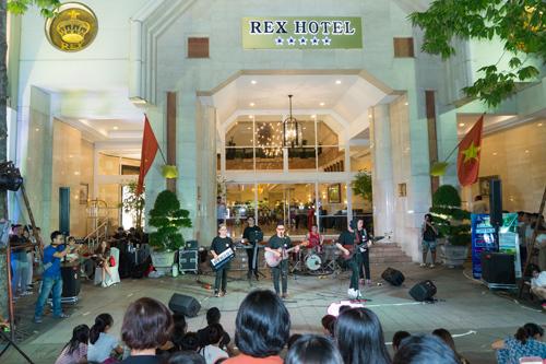 Hiểu những tâm tư và ý tưởng của bạn trẻ đến từ các ban nhạc đầy nhiệt  huyết, khách sạn Rex Sài Gòn đã hợp tác cùng The Crowd Saigon mở ra một  sân chơi âm nhạc hoàn toàn miễn phí dành cho mọi người.