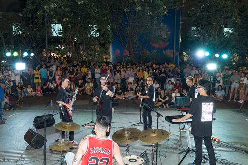 Định hướng trở thành một sân chơi dành cho giới trẻ và những người yêu âm nhạc, The Crowd Saigon không những đưa âm nhạc đến khán giả, mà còn khuyến khích sự tham gia của những tài năng chưa lộ diện.