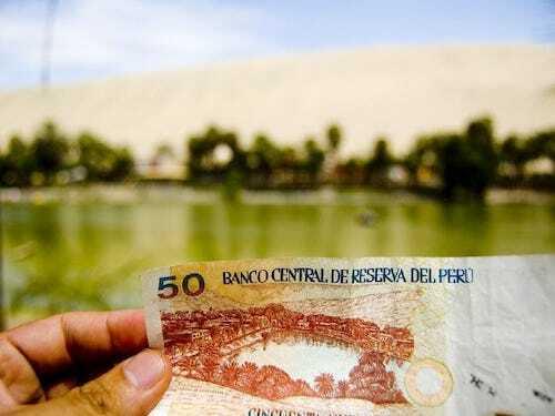Viện Văn hóa Quốc gia sau này công nhận Huacachina là di sản văn hóa của Peru và chính phủ quyết định in hình ốc đảo lên mặt sau của đồng tiền 50 nuevo sol phát hành lần đầu vào năm 1991. Ảnh:Robert Luna.