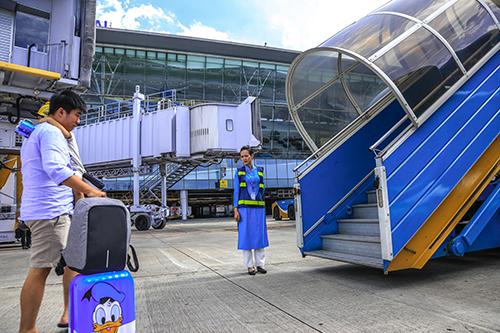 Theo quy định của Hiệp hội Vận tải Hàng không Quốc tế IATA, kích thước hành lý xách tay tối đa là 56 x 45 x 22 cm. Ảnh:Vietnam Airlines.