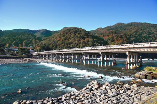 Cây cầu cổ Togetsukyo - một trong những biểu tượng văn hóa nổi bật của vùng Arashiyama (Kyoto).