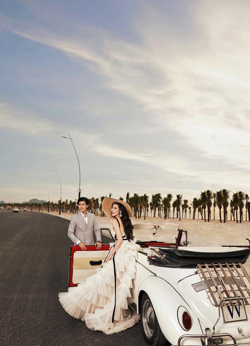 Nổi bật trong 3 tiểu khu, Silk Road được mệnh danh là tâm điểm giao thương, sở hữu vị trí đắc địa tại ngã ba giao cắt của tuyến đường Hạ Long huyết mạch và Đại lộ Úc Phi hướng thẳng ra bờ biển Bãi Cháy, trở thành điểm khởi đầu quan trọng để du khách khám phá toàn bộ hệ sinh thái đặc sắc tại trung tâm du lịch Bãi Cháy.  Chỉ một bước chân, hàng triệu du khách đang hòa mình bên bờ biển Bãi Cháy cát trắng như kem, vi vu trên tuyến đường bao biển lộng gió đẹp nhất miền Bắc, hay trải nghiệm cáp treo Sun World Halong Complex sẽ dễ dàng tiếp cận tiểu khu Silk Road để thỏa mãn nhu cầu mua sắm thời thượng.