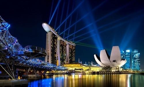 Marina Bay Sands ở phía đối diện với tượng Merlion. Ảnh: Singapore Travel.