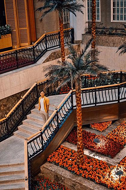 Travel Blogger Hoàng Anh bất ngờ với khách sạn 5 sao trong chương trình tour cao cấp của Tugo.