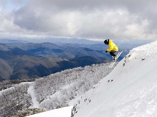Núi tuyết có độ dốc cao là điểm đến lý tưởng cho những người yêu thích trượt tuyết. Ảnh: Melbourne Tour.