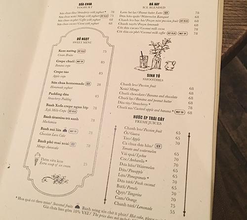 Thực đơn một cửa hàng cà phê ở Hà Nội với ký hiệu tiền tệ bị loại bỏ. Ảnh: Magicalmangohome.