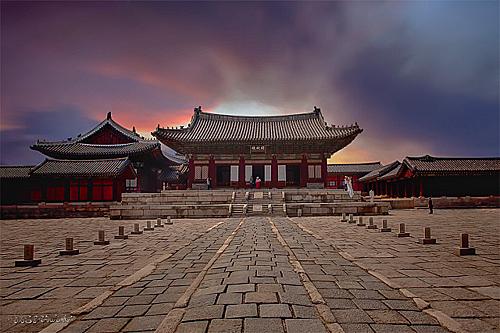 Toàn cảnh chính diện cung điện Changgyeonggung. Ảnh: Flickr.