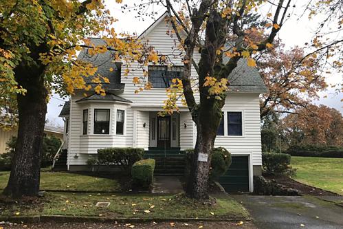 Trong phim, nó nằm ở thị trấn Fork, bang Washington nhưng ngoài đời, ngôi nhà nằm ở trung tâm khu phố St Helens yên tĩnh, nam Oregon, Mỹ.