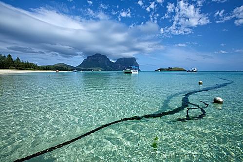 Đảo Lord Howe (New South Wales), viên ngọc của Thái Bình Dương, nơi thích hợp để lặn với ống thở. Ngoài rạn san hô lớn, Đảo Lord Howe còn có các rãnh nước, núi lửa đáng kinh ngạc thu hút những du khách đam mê khám phá thiên nhiên. Ảnh: Catherine Douglas Photography.