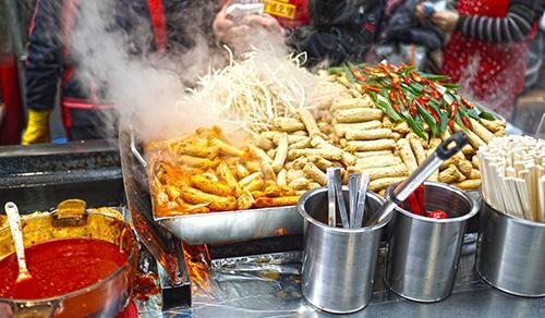 Các nhà hàng địa phương thườngcung cấp ítđồ nhựa dùng một lần hơn so với các quán ăn nhanh. Ảnh: Chosang/SCMP.