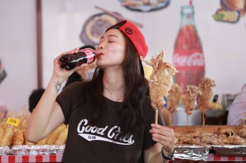 Năm nay, hoạt động mở rộng tới 13 tỉnh thành trên cả nước với trò chơi: Thánh gây thèm hình thức offline và online. Coca-Cola cũng tung ra những hương vị mới lạ phục vụ các tín đồ ẩm thực như Coca-Cola Plus FOSHU, sản xuất theo công thức đạt chuẩn FOSHU Nhật Bản - chứng nhận uy tín, lâu đời được chính phủ Nhật hợp pháp hóa nhằm kiểm định tính năng, độ an toàn... của thực phẩm với sức  khỏe người tiêu dùng.