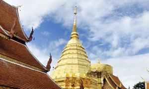 Ngôi chùa hơn 600 tuổi với bảo tháp mạ vàng ở Thái Lan