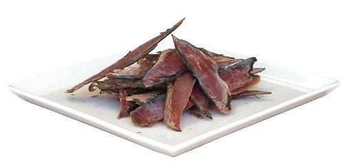 Khô cá Katsuo được dùng để làm nước dùng hoặc bào mỏng rắc lên các món ăn vặt Nhật Bản. Ảnh: Nihon Ichiban.