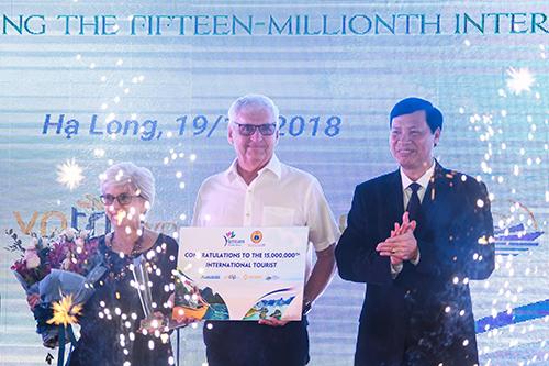 Ngày 19/12/2018, Việt Nam đã đón du khách quốc tế thứ 15 triệu trong năm. Dự kiếnẢnh: Kiều Dương.