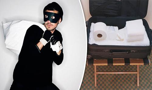 Áo choàng, khăn tắmlà những món đồ thường bị khách lấy trộm, nên nhiều khách sạn trên thế giớigắn chíp theo dõi bên trong. Ảnh: Express.