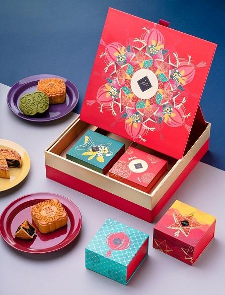 Hộp bánh trang trí hài hòa giữa nét đẹp truyền thống lẫn hiện đại.