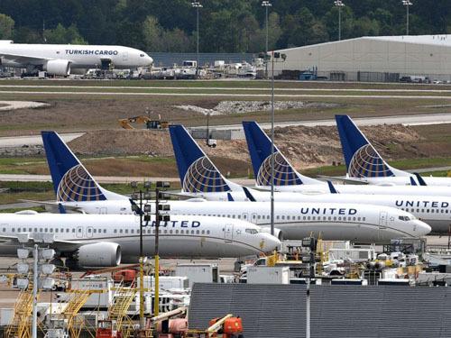 Khi hạ cánh xuống sân bay quốc tế George Bush ở Houston, phi hành đoàn đã chuyển ngay vật khả nghi màu xanh cho hãng để giám định. Ảnh: ABC News.