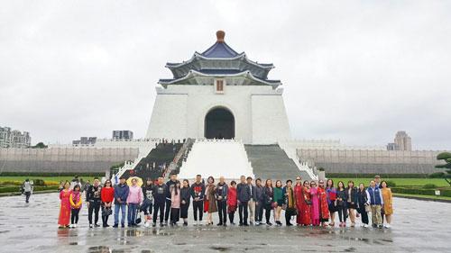 Đoàn khách Việt Nam đầu tiên nhập cảnh vào Đài Loan ngày 26/12 sau sự cố 152 khách Việt biến mất ở Cao Hùng. Ảnh: Nguyễn Thị Yến.