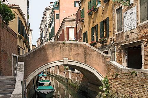 Cầu Ponte delle Tette tại Venice mang tên gọi có nghĩa là Cây cầu của những bộ ngực. Ảnh: WikiCommons.