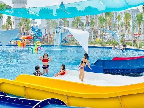 Công viên cũng miễn phí vé vào cửa cho trẻ em có chiều cao dưới 90cm.