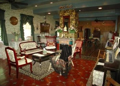 Phòng Bordello bị đồn là nơi đáng sợ nhất trong khách sạn. Ảnh: Ocoosaws.